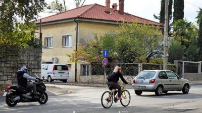 Sigurno na dva kotača: Zanimljiva teoretska i praktična edukacija na poligonu o ispravnom upravljanju motorima @ Preluk