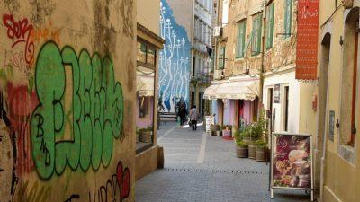 Postavljanje ploča s povijesnim nazivima ulica Starog grada kasni jer je to 'složen kulturološki projekt'