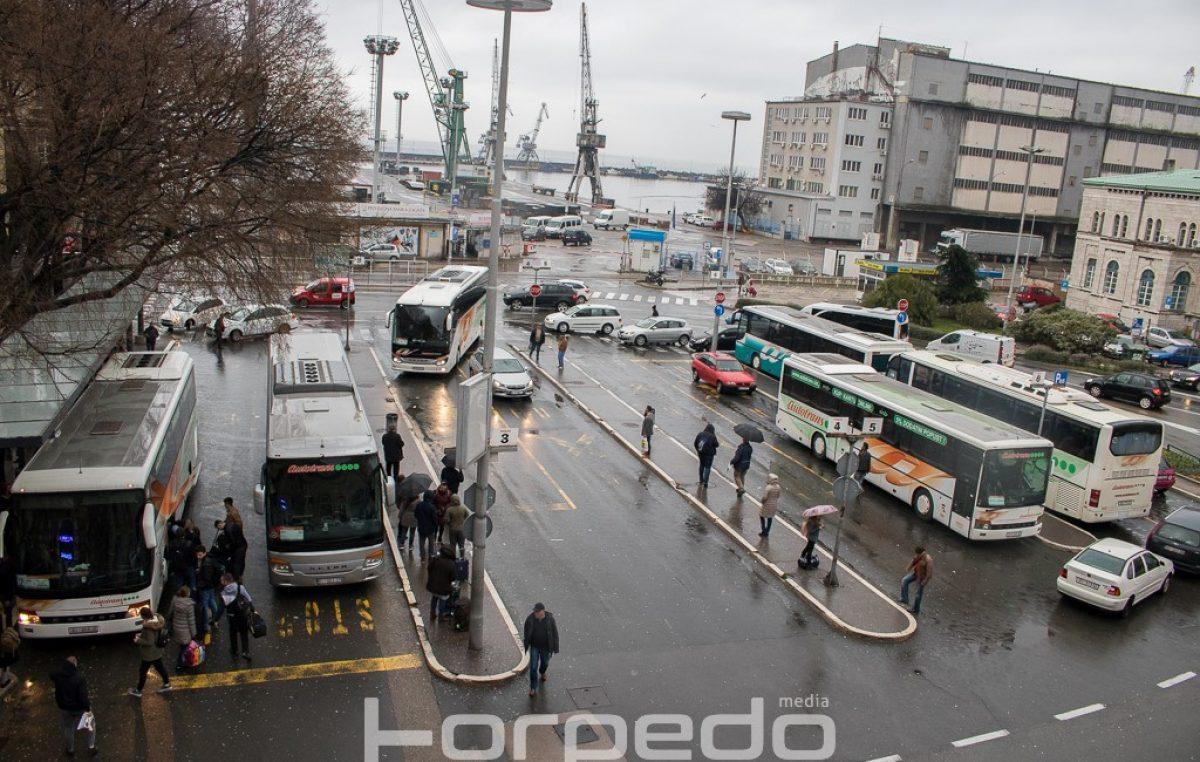 Danas i sutra na području Rijeke će se vršiti preventivna dezinfekcija autobusnih stanica i pješačkih površina