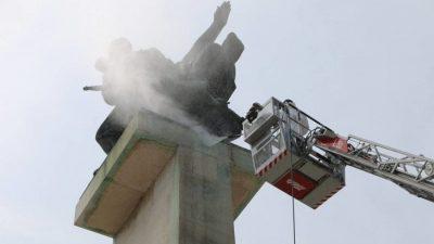 U OKU KAMERE: Krenulo čišćenje – Spomenik oslobođenja u 'novom ruhu' dočekat će 3. maj @ Rijeka