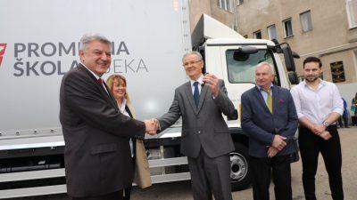Župan Komadina  Prometnoj školi Rijeka uručio ključeve vozila za obuku učenika vrijednog 600 tisuća kuna