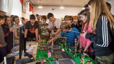 Vikend škola poduzetništva – Tridesetak učenika naučilo što su pametni gradovi i je li AI svemoguć @ Stara Sušica