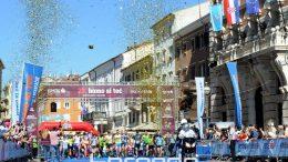 FOTO: More ljudi izlilo se riječkim ulicama – Više od 16 tisuća ljudi sudjelovalo je na 17. Homo si teć @ Rijeka, Opatija