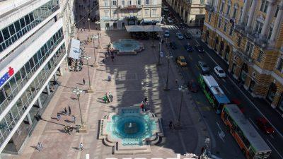 Fontane na Jadranskom trgu osvjetljene zeleno na Međunarodni dan gastrohize