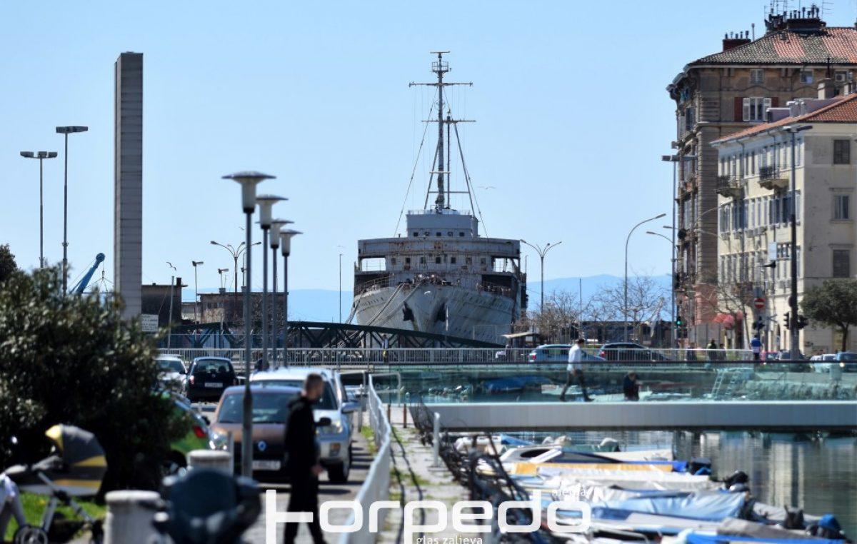 Tribina 'Druga strana broda Galeb' kao 'kontra' gradskoj vlasti: 'To je projekt koji će potopiti grad Rijeku'
