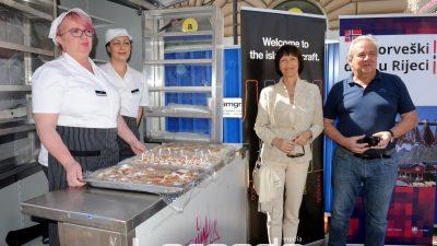 Okusi Norveške na Korzu: Građani kušali kanapee od lososa i vafle sa sirom @ Rijeka