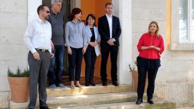 """FOTO: Susret župana s (grado)načelnicima – Ne možemo do EU sredstava jer smo """"prerazvijeni"""" @ Cres"""