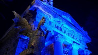 """FOTO: Trsatska gradina priključila se kampanji """"Light it up blue"""" povodom Svjetskog dana autizma"""