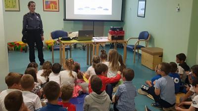 """Policija održala predavanja u vrtićima: Mališani učili o sigurnosti u prometu i poslušali predavanje """"Policajac – moj prijatelj"""" @ Rijeka, Viškovo"""