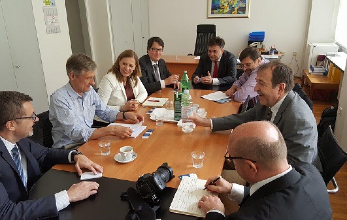 Korak prema pridruživanju najvećem svjetskom istraživanju: Delegacija Sveučilišta na razgovoru s predstavnicima CERN-a