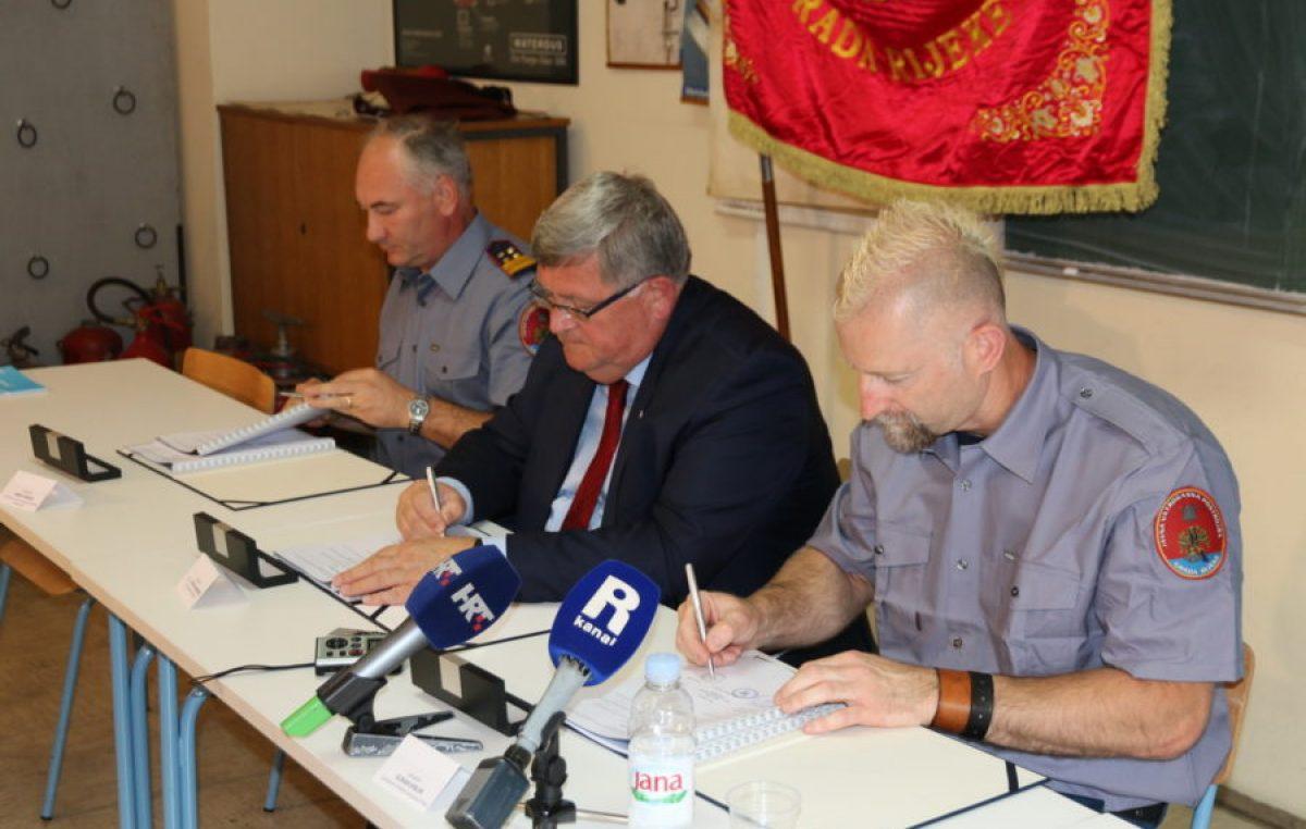 Novi kolektivni ugovor za dan sv. Florijana: Vatrogascima veće plaće i bolji financijski uvjeti rada @ Rijeka