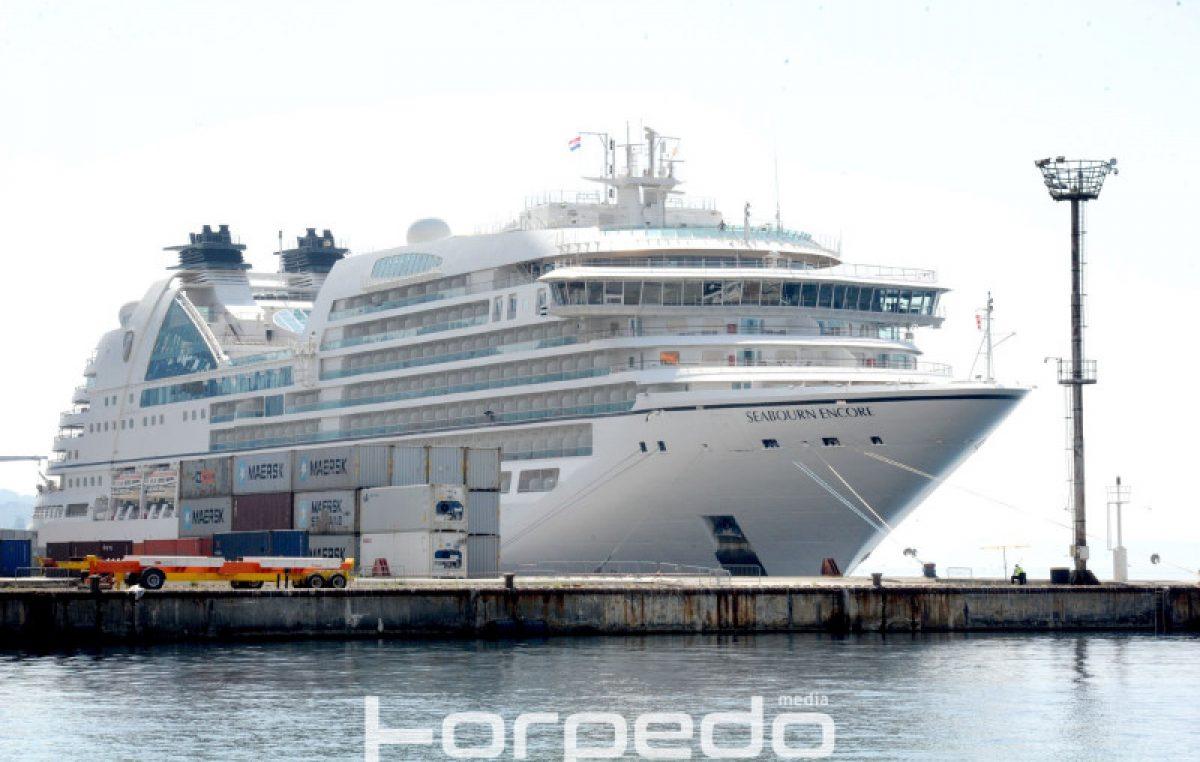 U OKU KAMERE Kruzer Seabourn Encore u riječkoj luci – Gradom se prošetalo 600 turista @ Rijeka