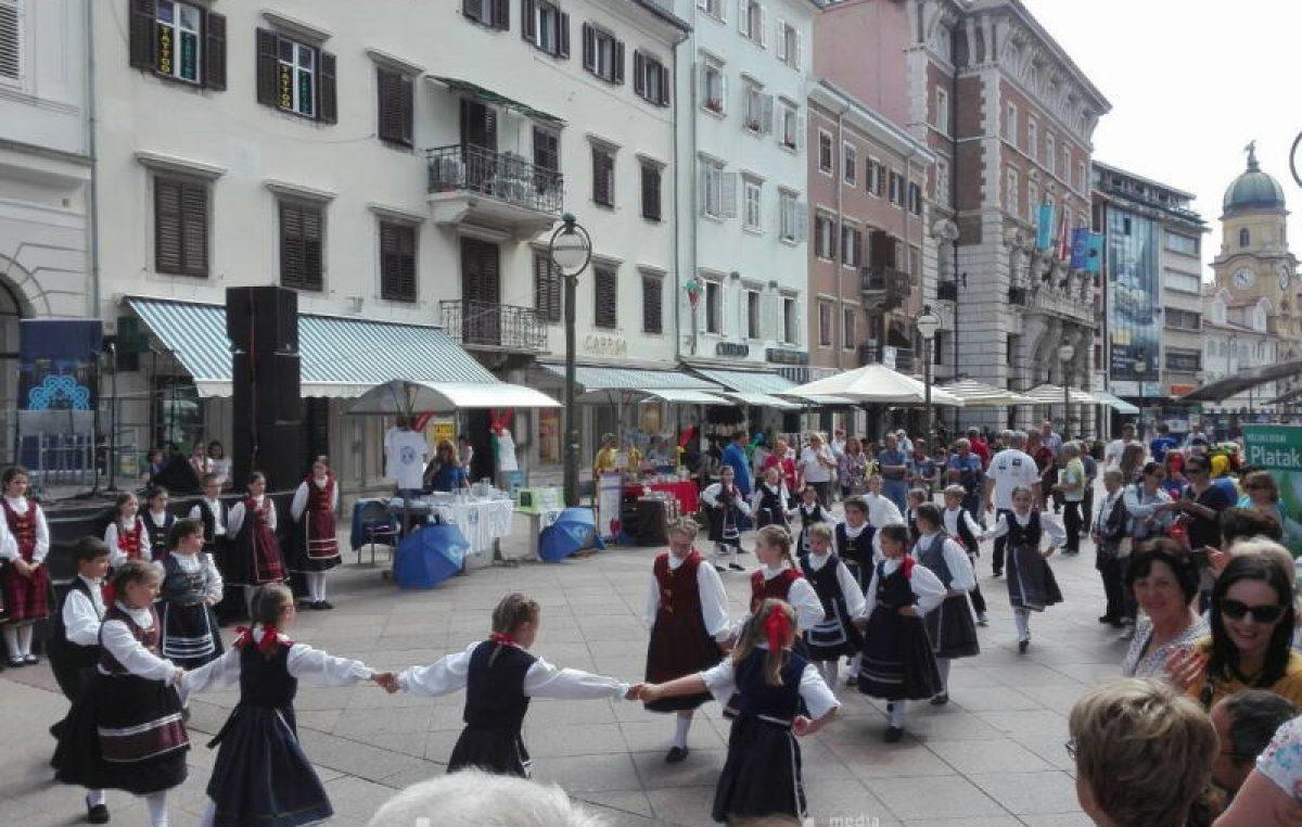 U OKU KAMERE Koncertni spektakl Sve za našu djecu najavljen jutros nastupom riječkih mališana @ Rijeka