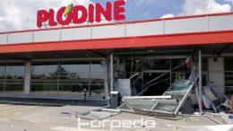 Eksplozivna noćna akcija: Raznijeli četiri bankomata u Plodinama, ali se nisu uspjeli domoći novca @ Plodine