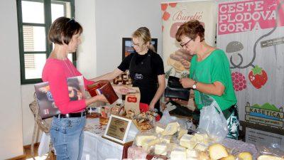 U OKU KAMERE Prva tržnica autohtonih proizvoda održana u Kašetici primorsko-goranskoj @ Rijeka