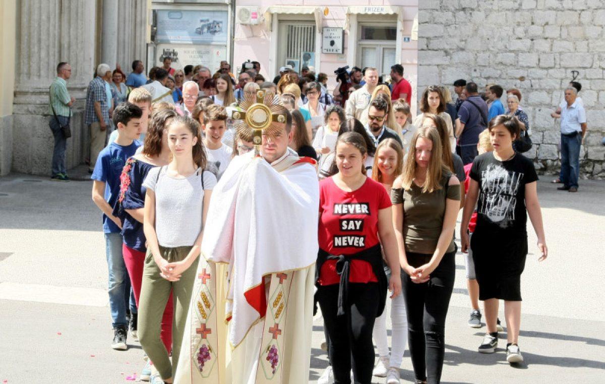 FOTO Obilježen blagdan Tijelova – Svečana procesija prošla Starim gradom @ Rijeka