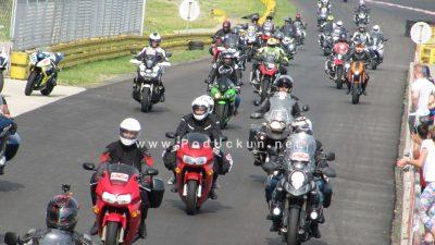 VIDEO S toplijim danima na cestama je sve više mopedista i motociklista – Policija upozorava: Ceste nisu piste