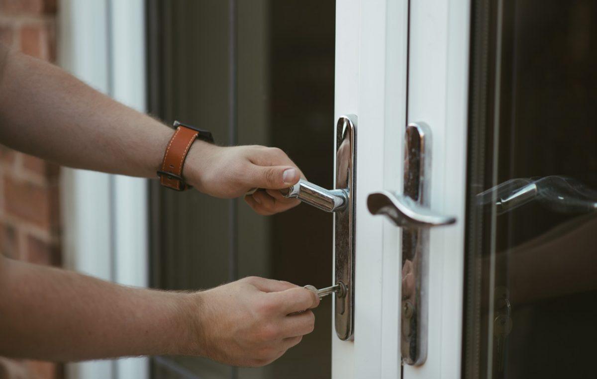 Dok su skijaši na odmoru, lopovi operiraju po kućama – Policija objavila popis mjera za sigurnost doma