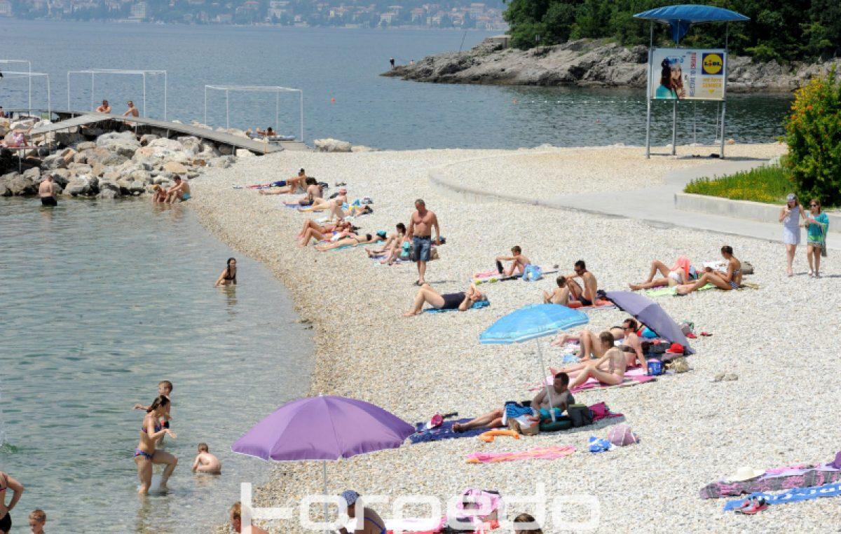 """FOTO Službeno započela sezona kupanja – Sparni produženi vikend brojne Riječane """"potjerao"""" u more @ Rijeka"""