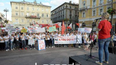 FOTO Prosvjed za dostojanstveni rad i starost: Sindikati poručili 'Ne radu do 67 godina' @ Rijeka