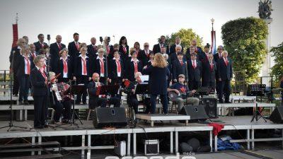 """FOTO, VIDEO Zbor crvene Rijeke – Tržaški partizanski pevski zbor """"Pinko Tomažič"""" i KUD Jeka Primorja održali koncert na Kontu"""