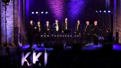 FOTO/VIDEO Joso Butorac i Klapa Vinčace oduševili publiku na Crekvini @ Kastav