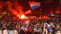 FOTO/VIDEO: Noć za pamćenje – Riječani velikom feštom proslavili pobjedu Vatrenih