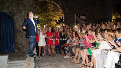 VIDEO/FOTO: Večer ispunjena hitovima – Tony Cetinski pred brojnim fanovima izveo svoje najveće hitove @ Opatija