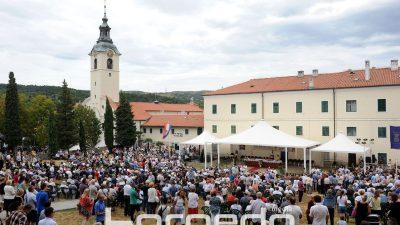 FOTO Rijeka danas obilježava Velu Gospu – Deseci tisuća hodočasnika stigli su u marijansko svetište na Trsatu