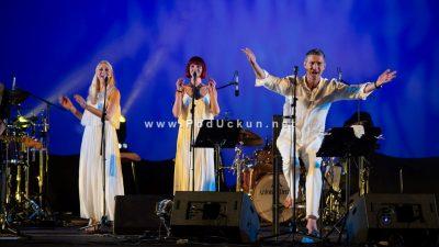 """FOTO Moćnim vokalom pod otvorenim nebom Massimo """"zaveo"""" brojnu publiku Ljetne @ Opatija"""