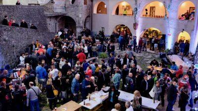"""U OKU KAMERE 1. """"Craft Septembarfest"""" – Hektolitri pive tekli drevnim grobničkim kaštelom"""