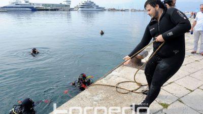 FOTO Stolice za ugostiteljstvo, automobilske gume, kolica za trgovinu – 'Plijen' ronioca nakon čišćenja riječkog podmorja
