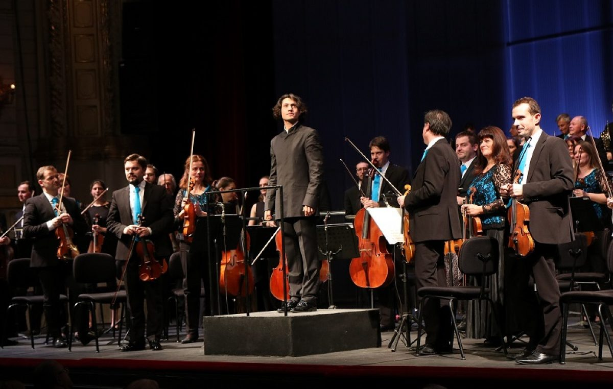 Inauguracijski koncert novog šefa dirigenta orkestra riječke Opere: Karizmatični Kamdzhalov predstavlja se Brucknerovom 7. simfonijom
