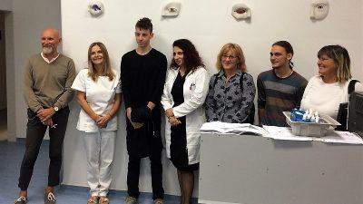 Učenici poklonili umjetničke radove – Škola za primijenjenu umjetnost oplemenila prostore Klinike za oftalmologiju