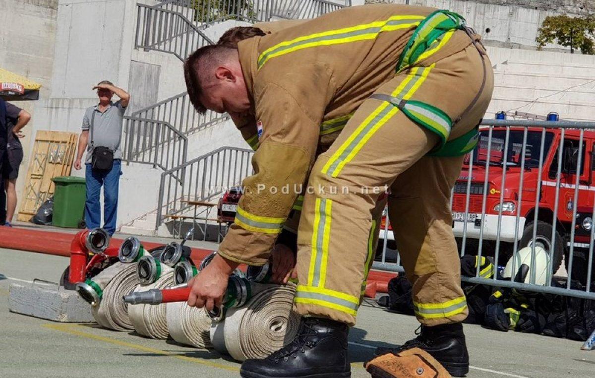 FOTO, VIDEO: Kako izgleda 'radni dan' vatrogasaca? Odgovor je dalo natjecanje Fire Combat 'Vatre Krasa' @ Matulji