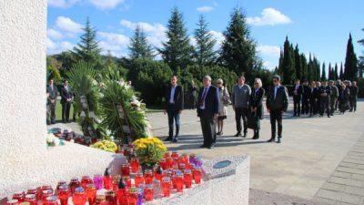 U OKU KAMERE Povodom blagdana Svih svetih položeni vijenci i cvijeće na gradska groblja