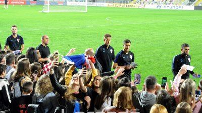 FOTO Hrvatska nogometna reprezentacija odradila trening na Rujevici – Viceprvake svijeta dočekale pune tribine