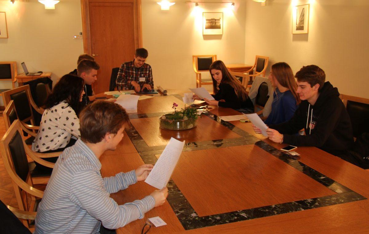 """Časopis za mlade """"Hajde zaviri"""" osvojio je u sklopu projekta """"Akcija za 5"""" financiranje u vrijednosti 5 tisuća kuna"""