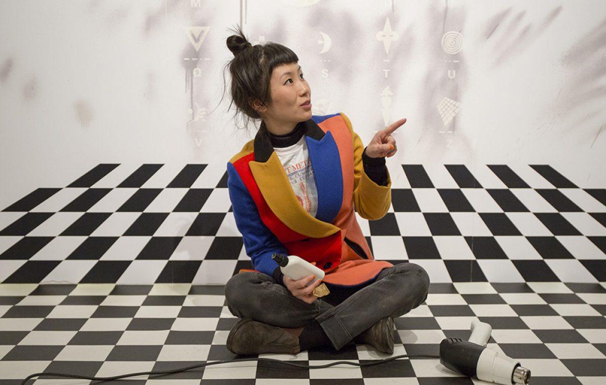 Izložbom Šapati iz hutonga riječkoj publici predstavit će se umjetnica Amy Suo Wu