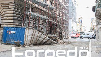 FOTO Urušila se skela u centru grada – Nema ozlijeđenih, Adamićeva ulica trenutno je zatvorena za sav promet