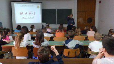 Isprobali i 'maricu' – Učenici Osnovne škole Fran Franković posjetili I. policijsku postaju Rijeka