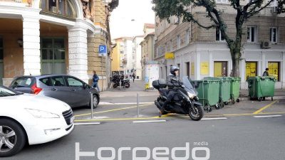 FOTO Parking za skutere u središtu postao dostupniji – Uređen prilaz parkiralištu iza Gradske knjižnice Rijeka