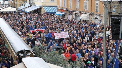 Sindikati Uljanik grupe okupili se u Rijeci i prozvali Vladu kao najodgovorniju za situaciju u kojoj se nalaze 3. maj i Uljanik