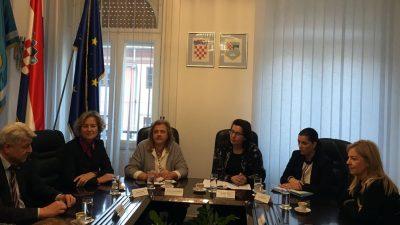 Župan Komadina s pravobraniteljcom za djecu Pirnat Dragičević razgovarao o skrbi za posebne skupine djece