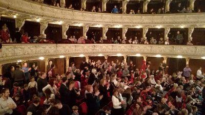 Dječji novogodišnji koncert – Orkestar Riječke opere poveo djecu na nezaboravan put Europom
