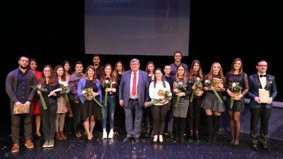 Grad Rijeka dodijelio nagrade uspješnim stipendistima – Nove ugovore o stipendiranju potpisalo 69 učenika i studenata