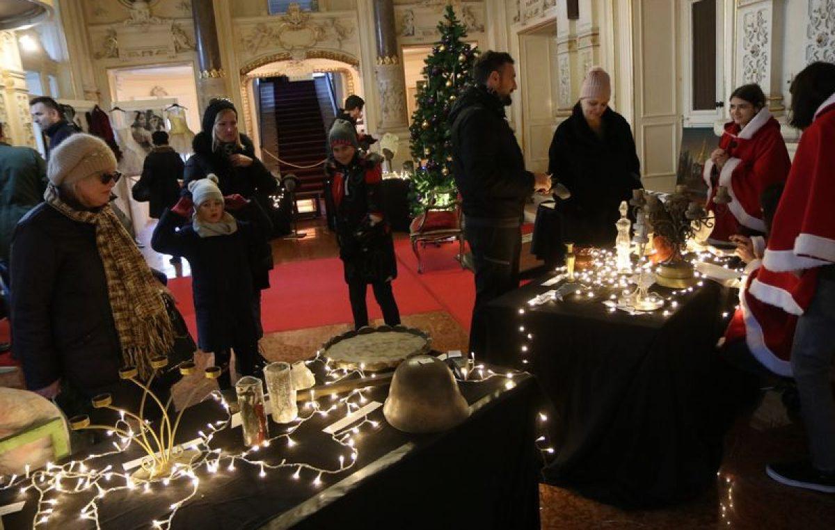 Danas atrij HNK Ivana pl. Zajca postaje Božićna kazališna placa, a u ponedjeljak Opera daruje prigodni koncert