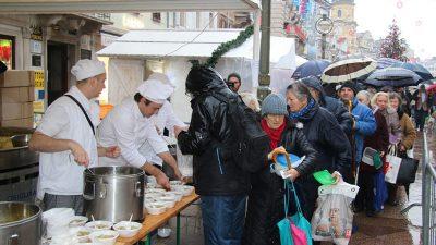 Kišni Badnjak na Korzu – Grad Rijeka i Turistička zajednica počastili građane ribom i vinom