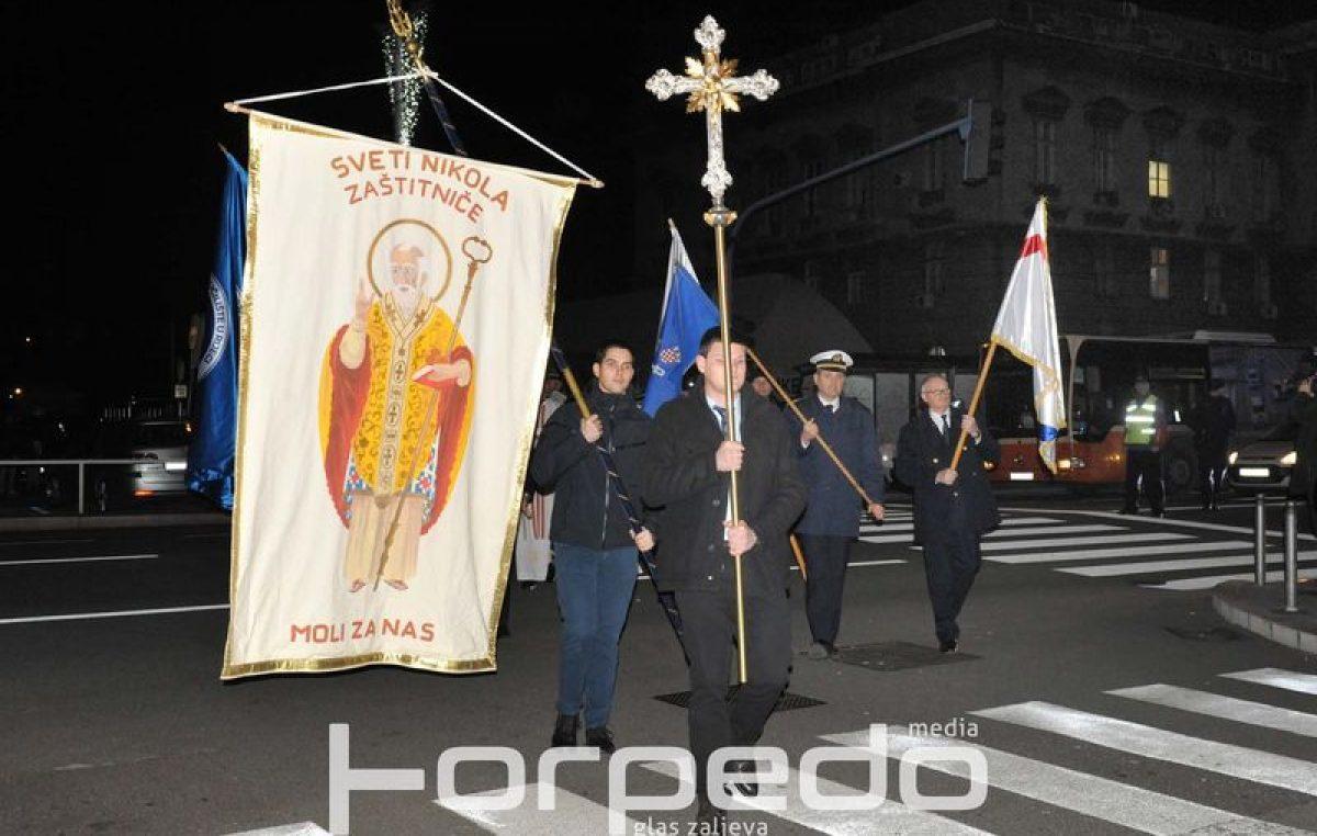 FOTO Procesijom i bacanjem vijenca u čast na sve stradale pomorce obilježen blagdan sv. Nikole