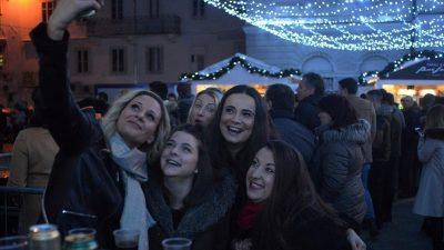 FOTO Korzo je zasjalo blagdanskim sjajem – Uz paljenje lampica otvoren Advent u Rijeci